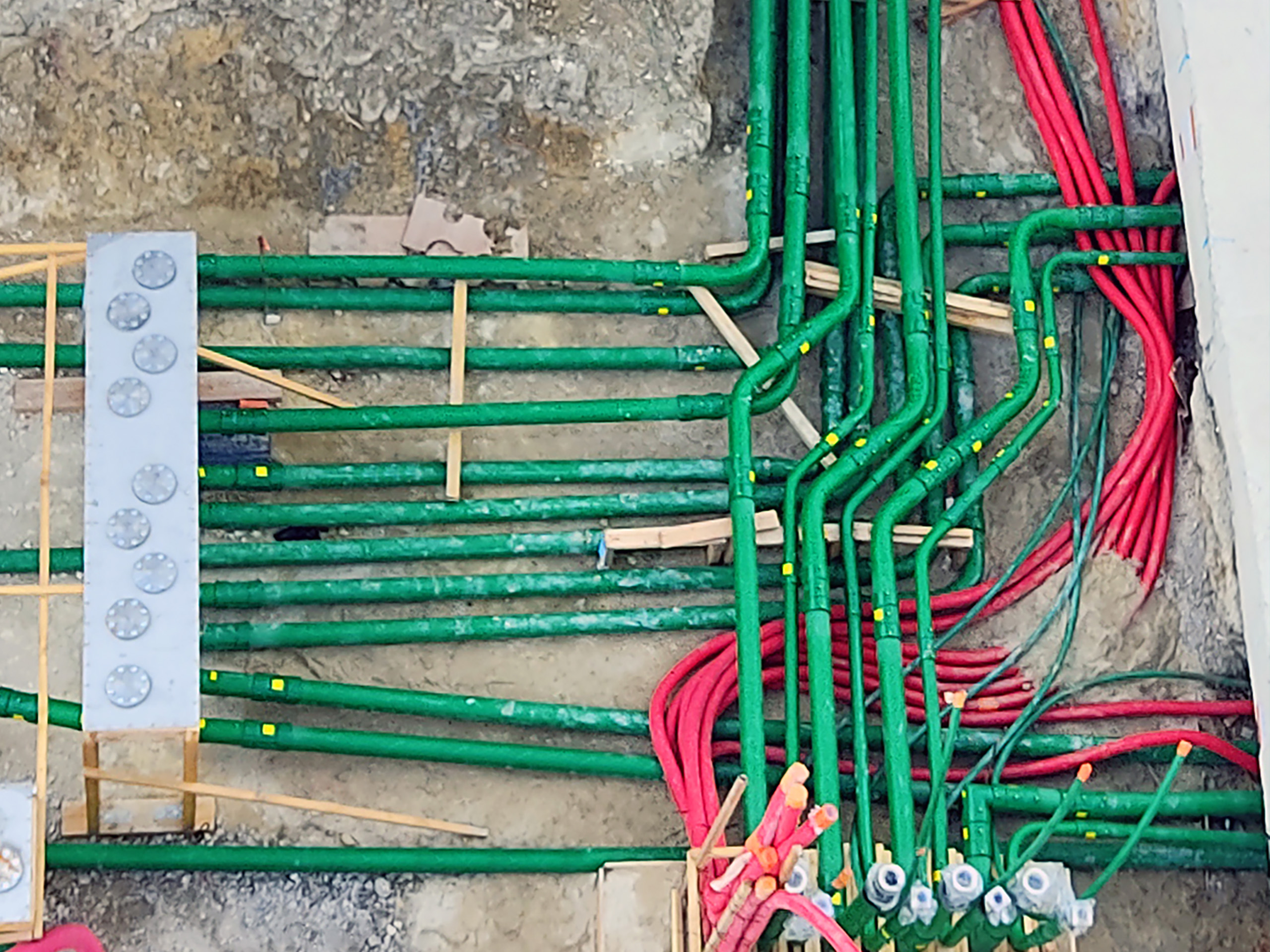 Conductive KPS piping is electrostatically safe, preventing potential static build-up