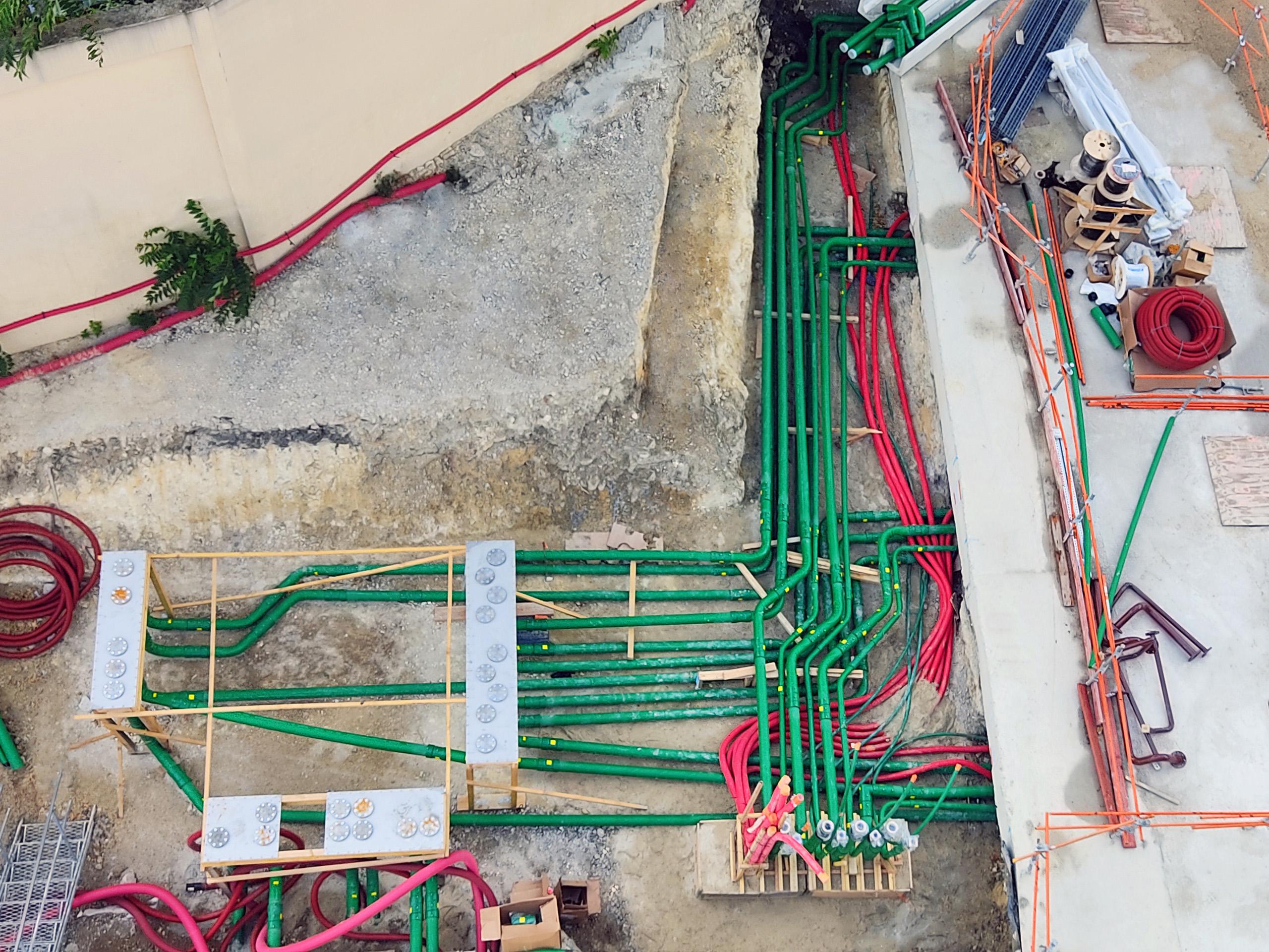 En la nueva instalación de centro de datos en París (Francia), se especifica tuberías de doble pared KPS para el suministro de diésel de sus generadores de respaldo