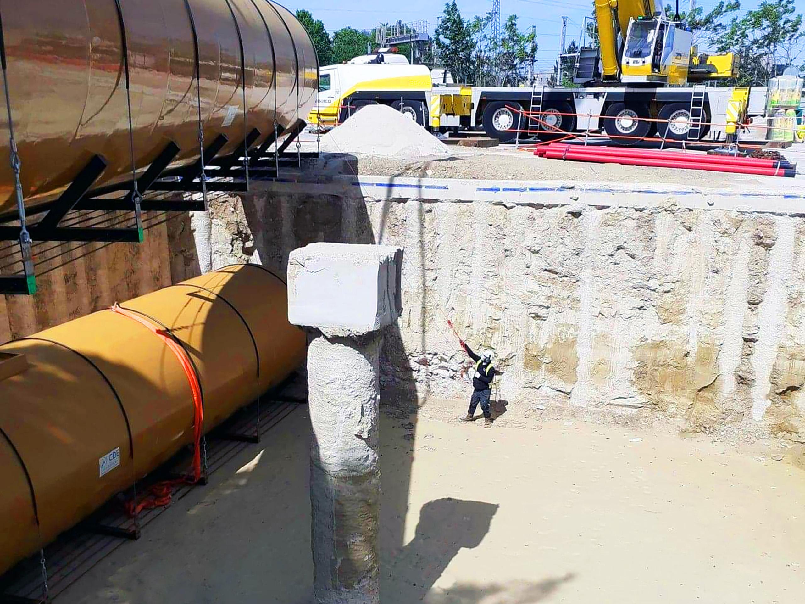Des tuyaux 4'' KPS Ø125/110 conducteurs assurent le remplissage des cuves avec un débit de 933 l/min